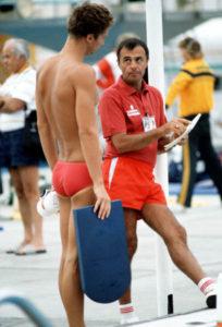 Canada's Alex Baumann (left) and his coach Jeno Tehanyi at the 1984 Olympic games in Los Angeles. (CP PHOTO/ COA/Ted Grant )  Alex Baumann et l'entraîneur Jeno Tehanyi du Canada participent aux compétitions de natation aux Jeux olympiques de Los Angeles de 1984. (PC Photo/AOC)